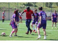Karabüksporlu futbolculardan spor lisesine ziyaret