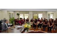 Emniyet Müdürü Çalışkan Diyarbakır'dan gelen öğrencileri kabul etti
