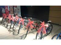 Rize Eğitim Bir-Sen'den 53 öğrenciye bisiklet
