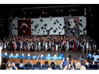 Sağlıkçıların mezuniyet sevinci