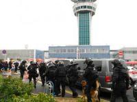 Havalimanı Polis ve Askerler Tarafından Boşaltıldı