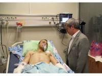Vali Çınar'dan yaralı askere ziyaret