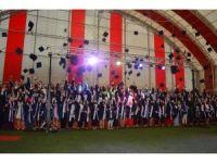 Öğrencilerin mezuniyet sevinci
