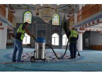 Kartepe'de camiileri Ramazana hazır