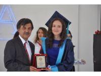 Cemal Mümtaz Sosyal Bilimler Lisesi'nde mezuniyet sevinci