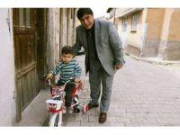 Belediye Başkanı Mustafa Koca, yetim çocuğun bisiklet isteğini yerine getirdi