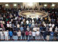 İlk teravih namazında camiler doldu, taştı