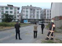 Esenyurt'ta akli dengesi bozuk şahıs polisi alarma geçirdi