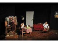 Erdemli Belediyesi Şehir Tiyatrosu Giresun'da sahneye çıktı