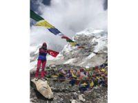 Türk bayrağı Everest'te dalgalandı