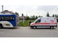 Otobüs ile kamyon çarpıştı: 10 yaralı