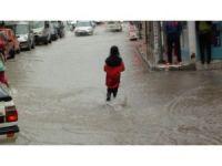 Çorum'daki şiddetli yağış hayatı felç etti