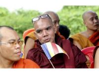 Budist gruplar yasağa rağmen Mynmar'da toplandı