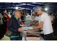 Antalyalılar iftarı Büyükşehir sofrasında açtı