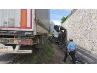 Samsun'da tır duvara çarptı: 1 yaralı