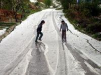 Yozgat'ta 15 dakika yağan yağmur ve dolu hayatı felç etti