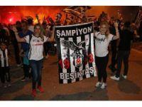Binlerce Adanalı, Beşiktaş'ın şampiyonluğunu kutladı