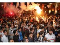 Beşiktaşlı taraftarlar şampiyonluğu doyasıya kutladı