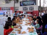 Mahallelerde iftar sofrası geleneğine devam ediliyor