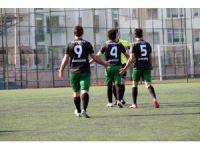 Yalova'da amatör maçta olaylar çıktı
