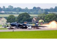 İngiltere'de uçak gövde üstü piste indi, pilot kurtuldu