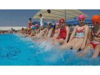 Bayraklı'da minikler için yüzme kursları başlıyor