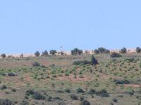 Kilis'in karşısındaki Suriye sınırına Rus bayrağı çekilmesi