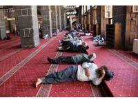Camilerin her Ramazan değişmeyen manzarası