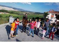 Çocukların at binme heyecanı