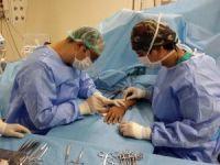 Elinde tümör çıkan kadına leğen kemiğinden nakil yapıldı