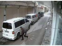 Eskişehir'de araçların lastiklerini patlatan şahıs güvenlik kamerasında