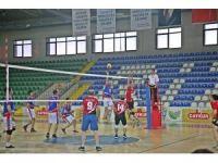 Rize'de kurumlararası voleybol turnuvasının galibi hem kadınlarda hem erkeklerde Milli Eğitim İl Müdürlüğü oldu