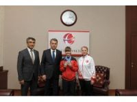 Milli Sporcu Karakuyulu, Vali Çelik'i ziyaret etti