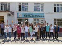 Bartın Üniversitesi öğrencileri köy okuluna kütüphane kurdu