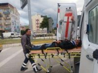 Otomobille çarpışan motosikletli yaralandı
