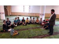 Hem eğleniyor hem Kur'an öğreniyorlar