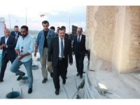 Bakan Eroğlu, Zeynel Bey Türbesi'nde iftarını açtı