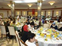 Kalkınma Bakanı Elvan, Ümraniye'de Mersinlilerle iftar sofrasında bir araya geldi