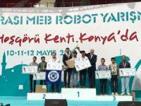 İAÜ robotlarından bir derece daha