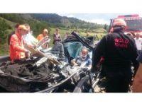 Otomobil tıra arkadan çarptı: 1 ölü 2 yaralı