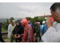 Kılıçdaroğlu sağanak yağmura yakalandı