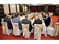 Gümrük ve Ticaret Bakanı Tüfenkci, Ankara'da basın mensuplarıyla iftar yaptı