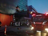 Kağıthane'de 5 Katlı İş Merkezi Yandı