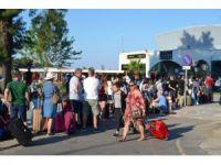 Türk tatilcilerin depreme rağmen Midilli ısrarı