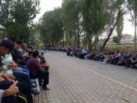 Aslanapa'da Arife günü, mezarlıklar dolup taştı