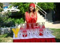 Kuşadası'nda yetişen meyveler festivallerle turistlere tanıtılıyor