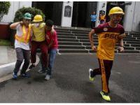 """Filipinlerde, deprem tatbikatına """"Sağır Çocuklar Okulu"""" da katıldı"""