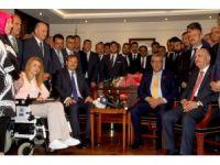 Veysi Kaynak, Başbakan Yardımcılığı görevini Hakan Çavuşoğlu'na devretti