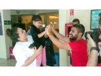 5 dakikalık müdahaleden sonra hayata döndürülen küçük Elif sevinçle karşılandı