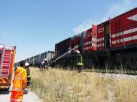 Yük treninin lokomotifinde çıkan yangın itfaiye tarafından söndürüldü